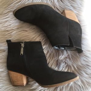 Blondo waterproof leather black ankle booties 9M